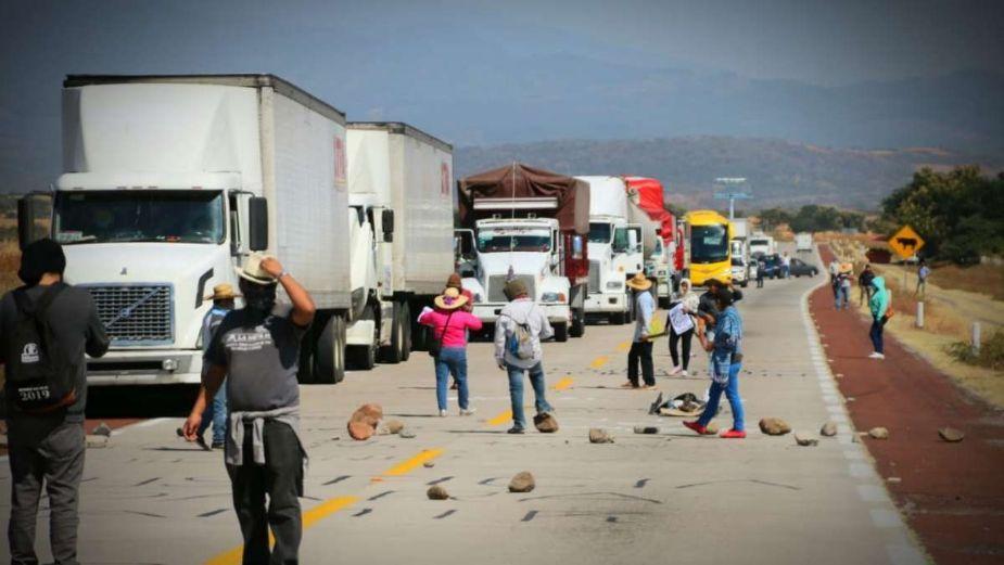 Campesinos opositores a la termoeléctrica de Huexca cierran autopista Siglo XXI