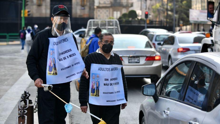 ¡Sin trabajo! Cerillos mayores piden apoyo enlas calles