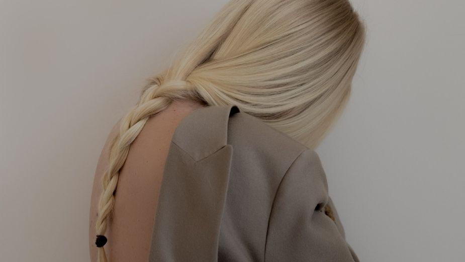 Un look impactante con peinados rizados 2021 Colección De Cortes De Pelo Consejos - Peinados 2021: Arregla tu cabello fácilmente y ponte a la ...