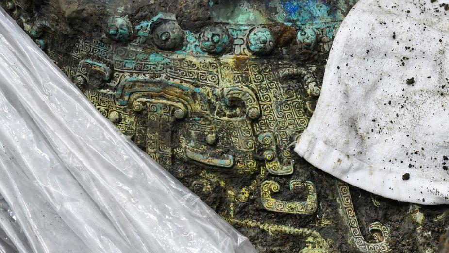 Hallan misteriosa máscara de oro en China; ¿proviene del espacio?