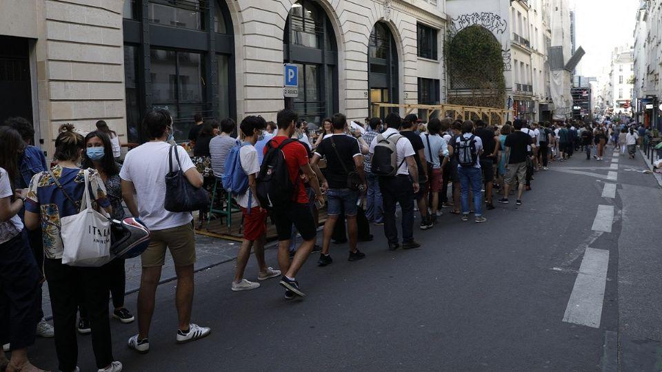 Los contagios por coronavirus en Francia se situaron en 18 mil, en 24 horas, contra menos de siete mil una semana antes. Foto: AFP