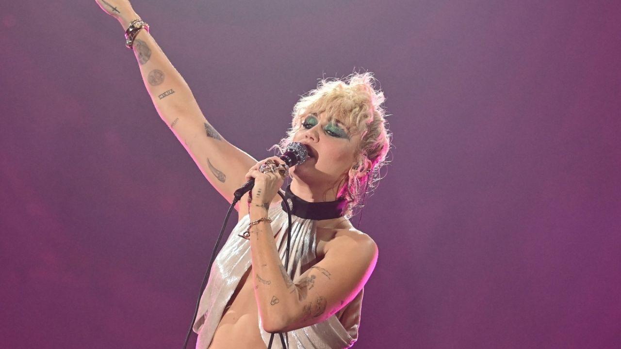 Miley Cyrus sufre ataque de pánico durante uno de sus conciertos en EU