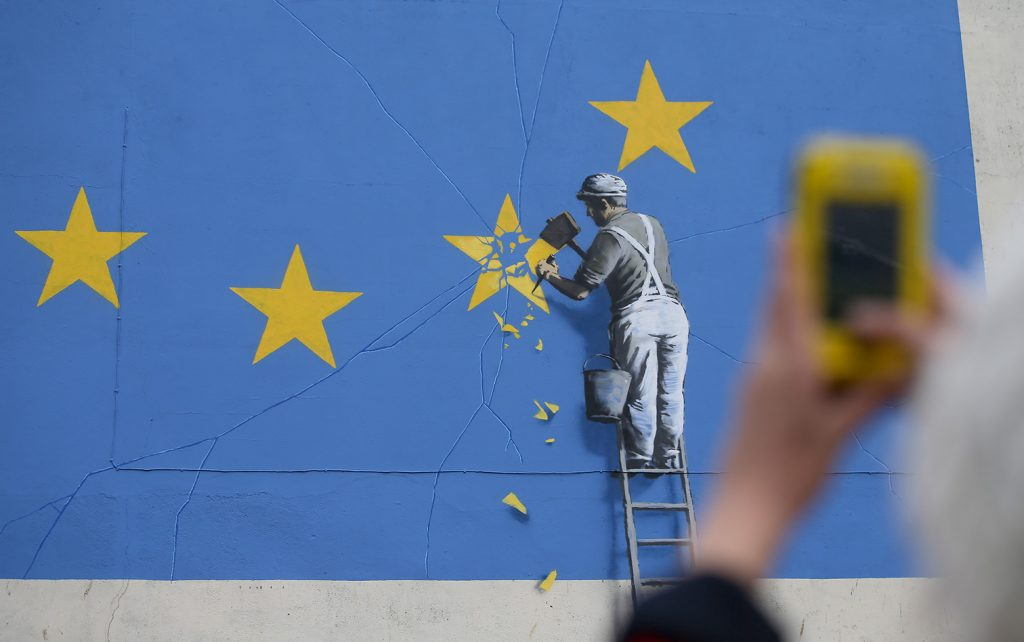 Las obras de Banksy han sido sujetas al vandalismo y la explotación. FOTO AFP