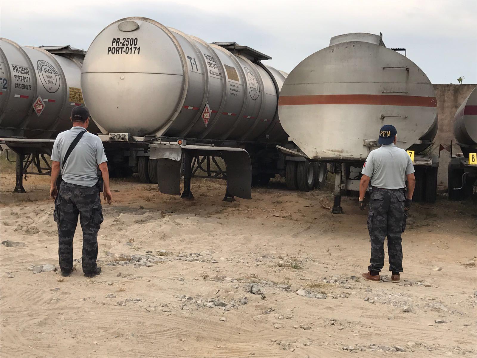 En Puebla se aseguraron mil 670 litros de hidrocarburo. FOTO: PGR