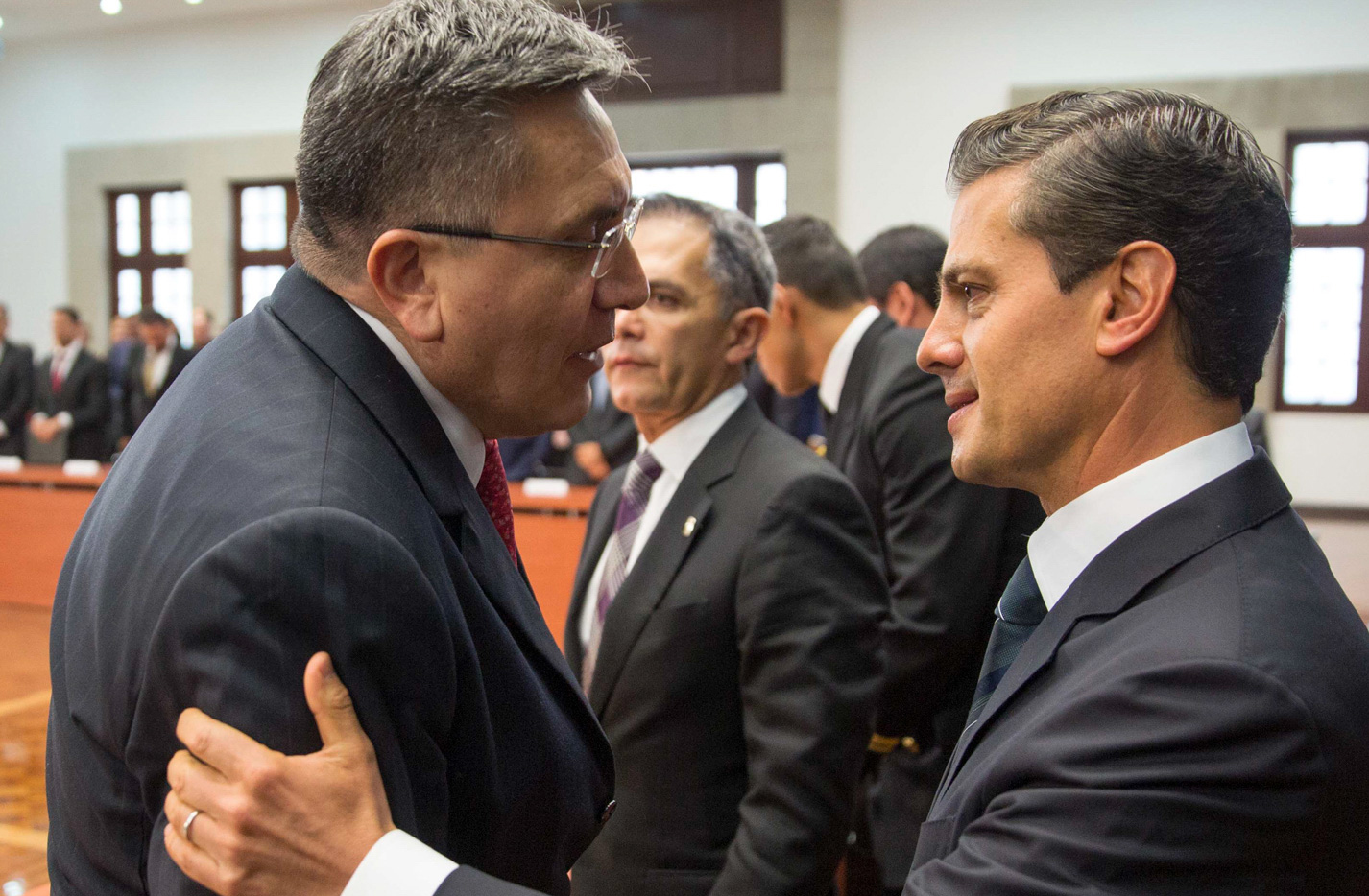 El Presidente Enrique Peña Nieto y el titular de la Comisión Nacional de Derechos Humanos, Luis Raúl González Pérez.  FOTO: CUARTOSCURO