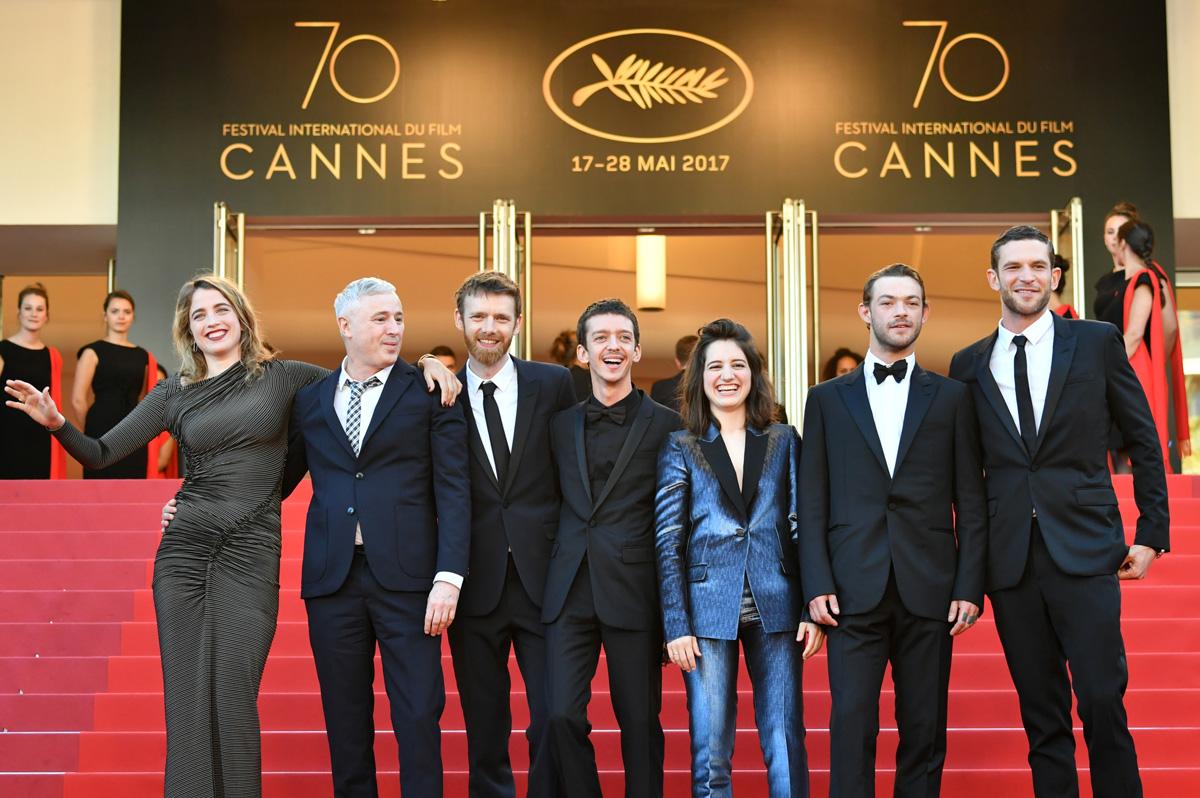 FOTO AFP. El director y su elenco en la premier en el Festival
