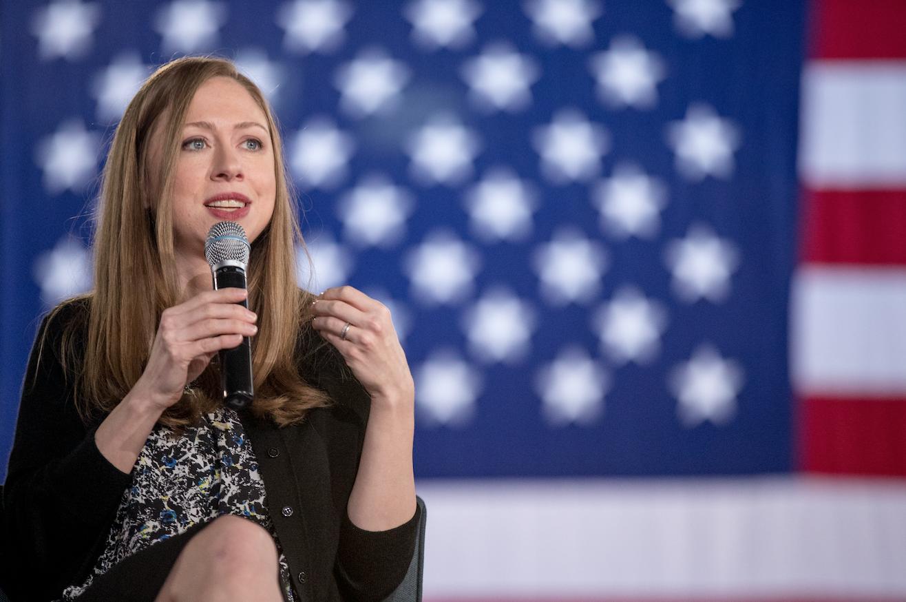 Chelsea Clinton, lanza su nuevo libro sin buscar fuero político