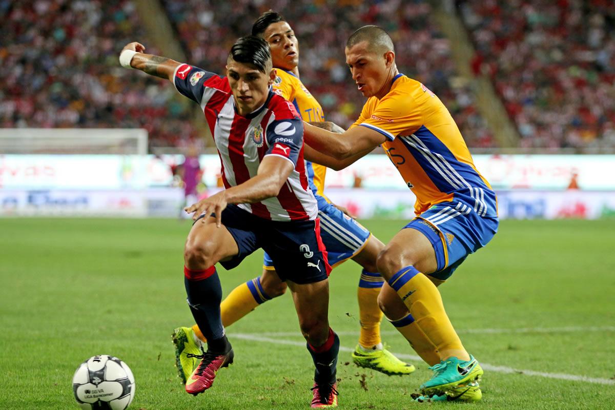 Chivas vs Tigres. Foto: Cuartoscuro