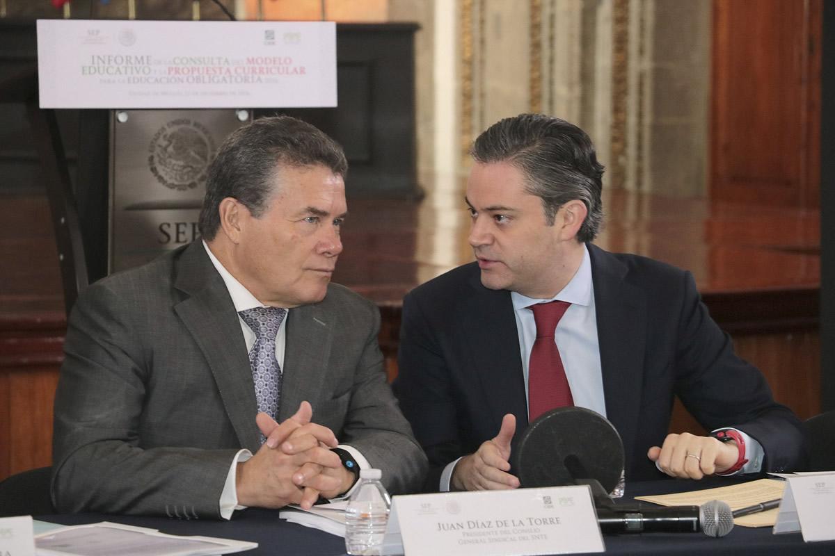 Juan Díaz de la Torre, presidente del SNTE, y Aurelio Nuño Mayer, titular de la SEP. Foto: Cuartoscuro