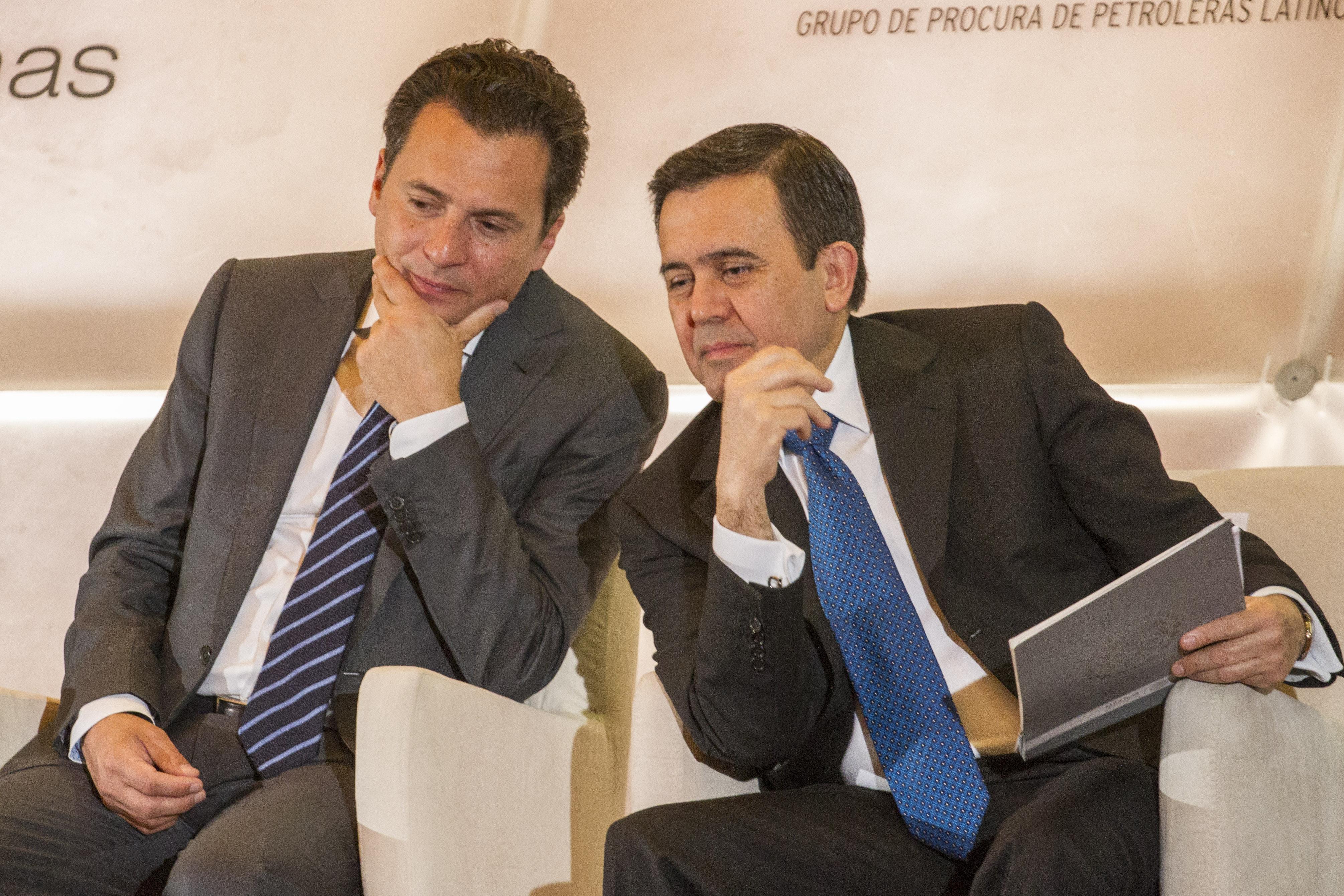 Emilio Lozoya Austin, exdirector de Pemex, e Ildefonso Guajardo. FOTO: ISAAC ESQUIVEL /CUARTOSCURO.COM