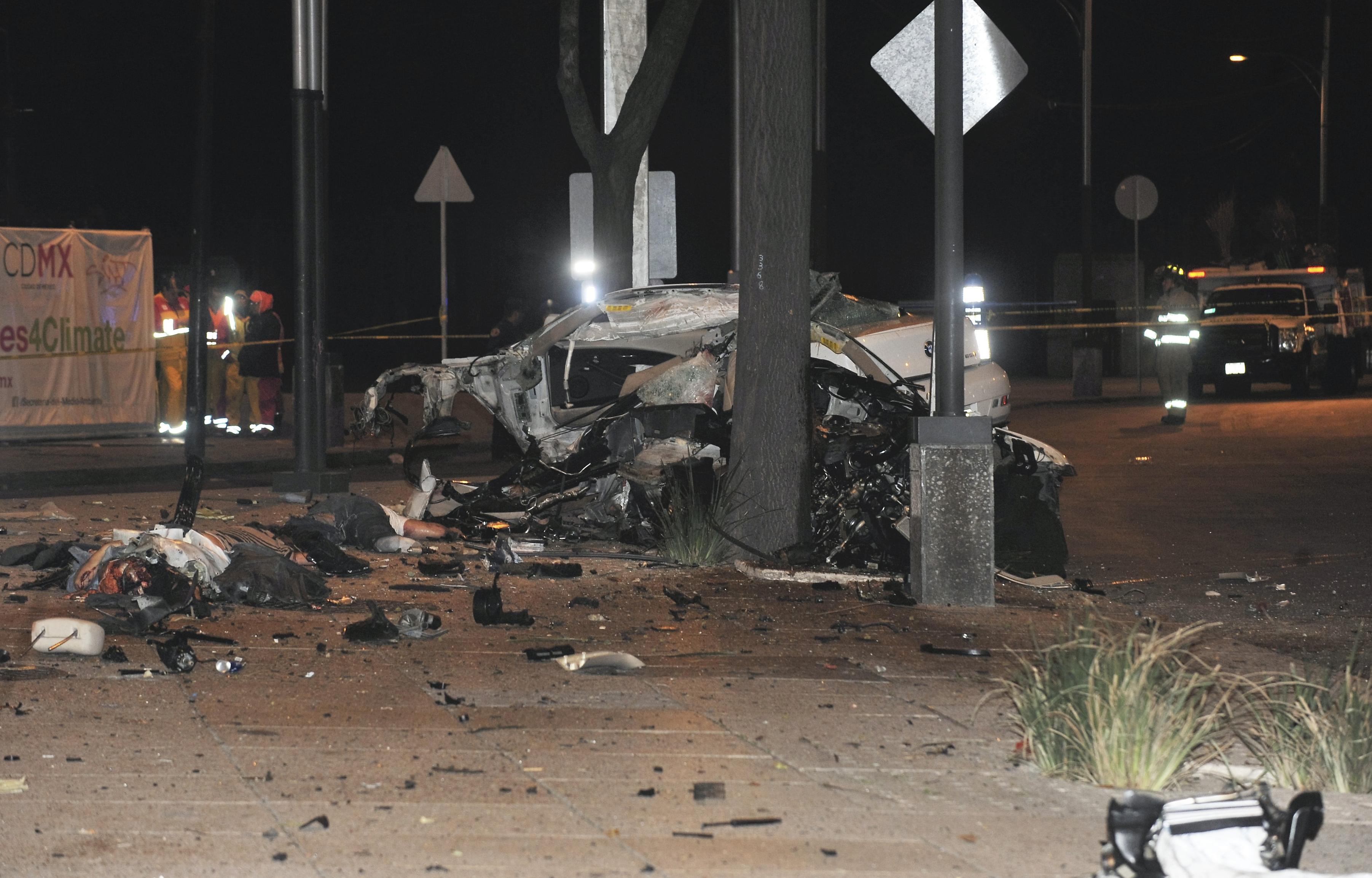Cuatro personas fallecieron después de que se estrellaron con el vehiculo en el que viajaban a exceso de velocidad. FOTO: CUARTOSCURO