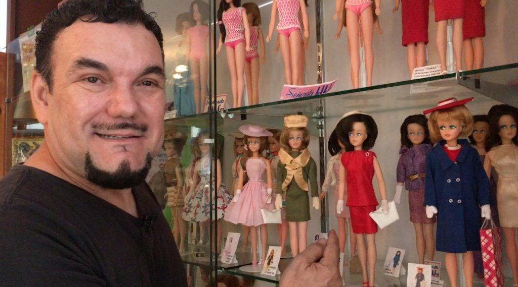 Lino Lugo, coleccionista de la Barbie Mexicana. Foto: Nancy Fernández