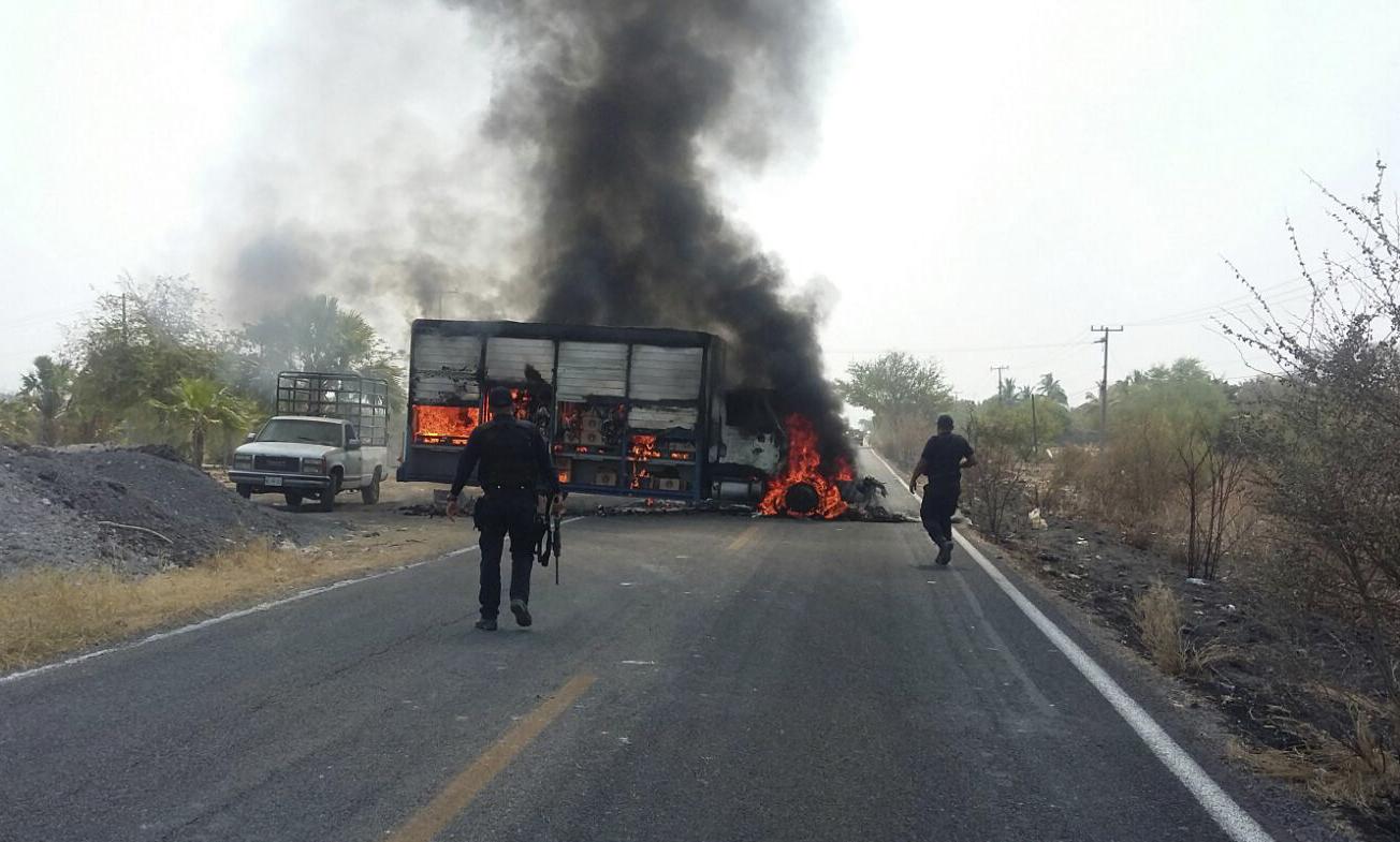 Sujetos armados realizaron bloqueos carreteros en distintos puntos de Michoacán FOTO: CUARTOSCURO