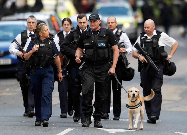 La policía en Londres patrulla luego de los ataques