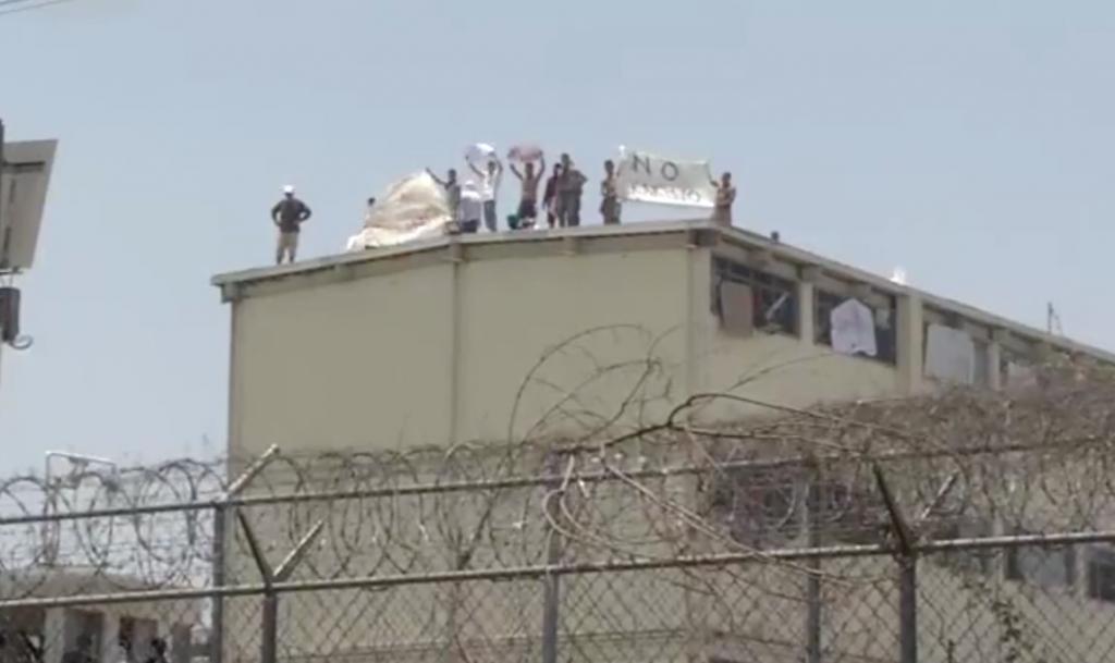 Reportan detonaciones e incendios en penal de Topo Chico