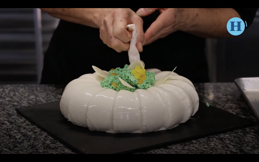 Chef Maricú te enseña cómo decorar un pastel
