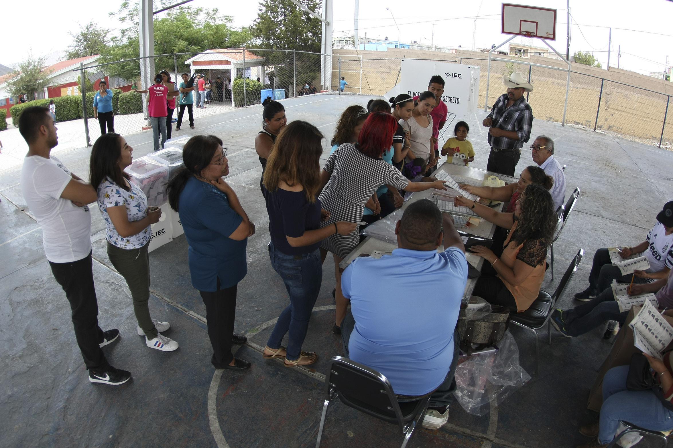 Mujeres participando en las urnas en las pasadas elecciones del 4 de junio de 2017. FOTO: VENUSTIANO MADERO /CUARTOSCURO.COM