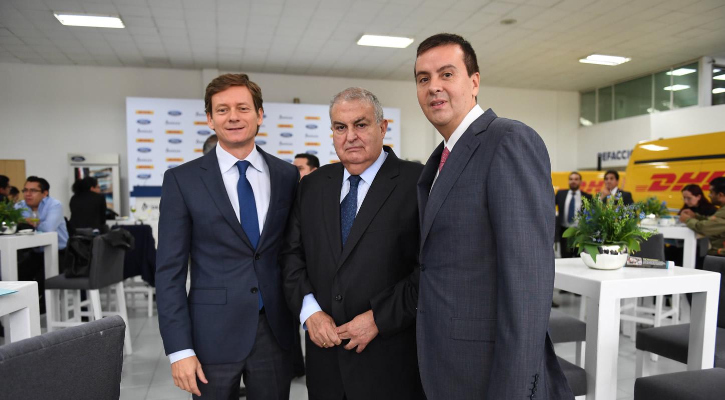 (De izq a der.) Sebastián Trotta, director de Relaciones Públicas de Ford, Francisco Mieres, director general de Grupo Andrade, y Antonio Arranz, CEO de DHL Express México.