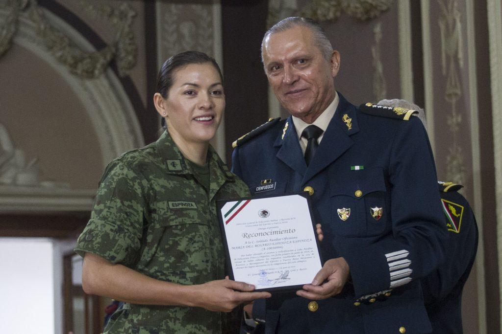 El general Salvador Cienfuegos Zepeda y María del Rosario Espinoza. @Cuartoscuro.com