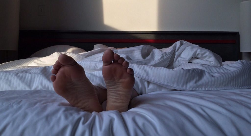 Modificar la regularidad de tu sueño en fines de semana afecta el bienestar de tu corazón, independientemente del tiempo que pases dormido