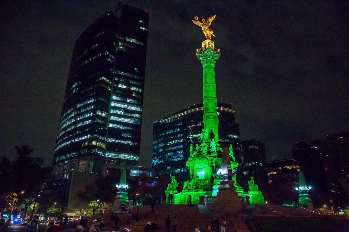 FOTOS: CDMX ilumina monumentos de verde en apoyo al Acuerdo de París