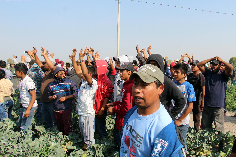 Más de 200 habitantes del municipio de Palmarito bloquearon la autopista Puebla-Orizaba luego del enfrentamiento que sostuvieron huachicoleros y elementos del ejército. @Cuartoscuro