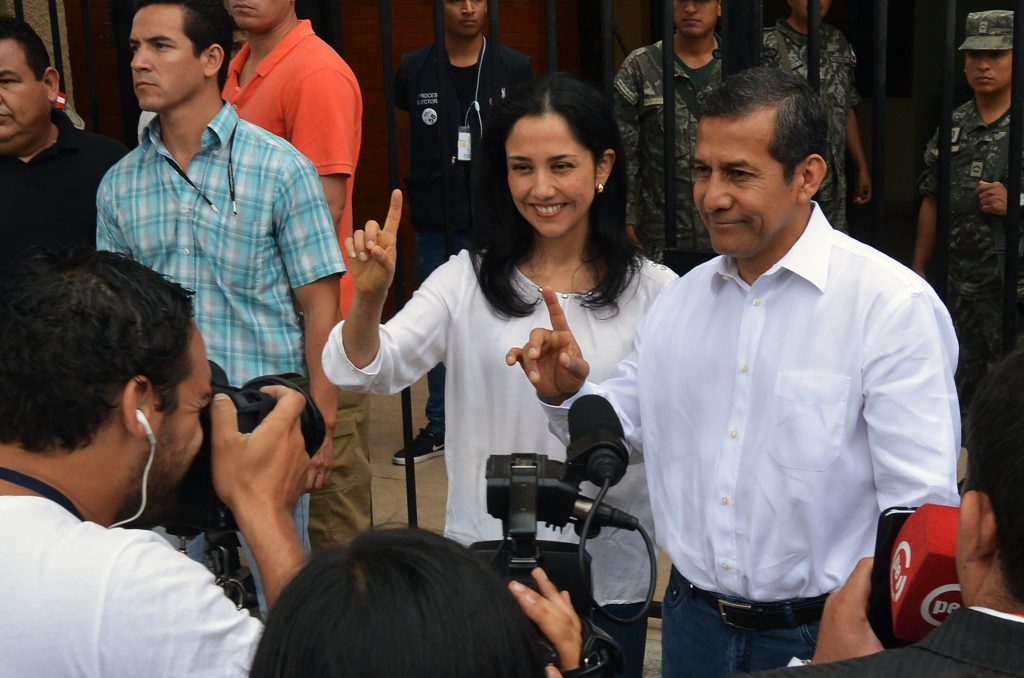 El expresidente y su esposa, Nadine Heredia. Archivo. AFP.