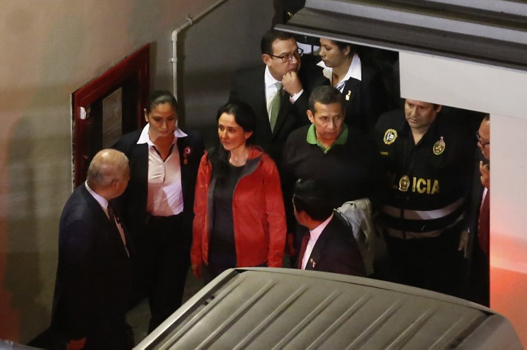 Humala y esposa entran a calabozo de Palacio de Justicia