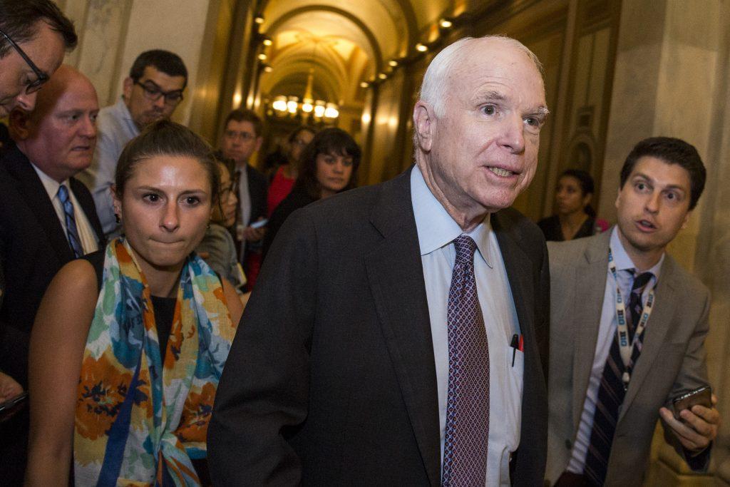 El republicano John McCain fue uno de los senadores que votó en contra. AFP.