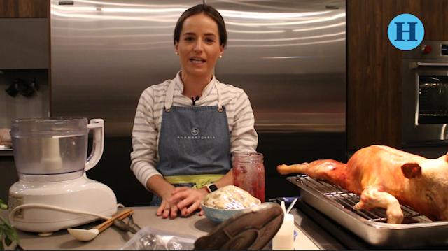 Ana Martorell nos enseña a preparar Sopecitos de Mole Rosa con Lechón