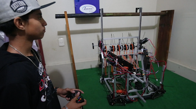 Jóvenes nicaragüenses crean robot para sanear agua
