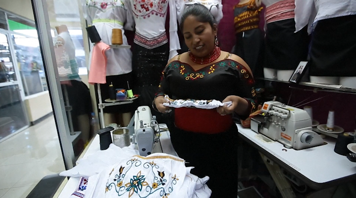 Moda indígena se pone de moda en Ecuador