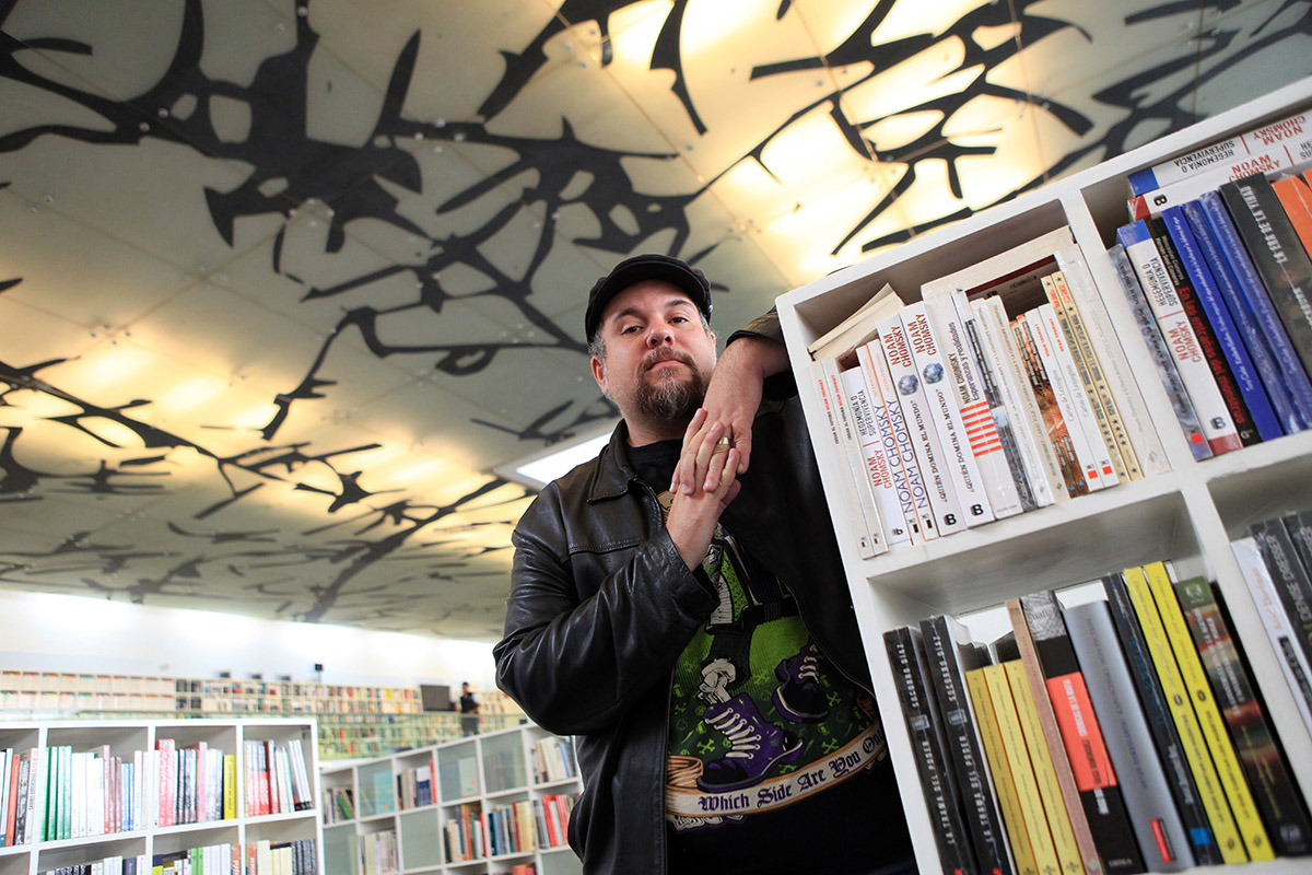 Antonio Ortuño: escribir te vuelve vulnerable