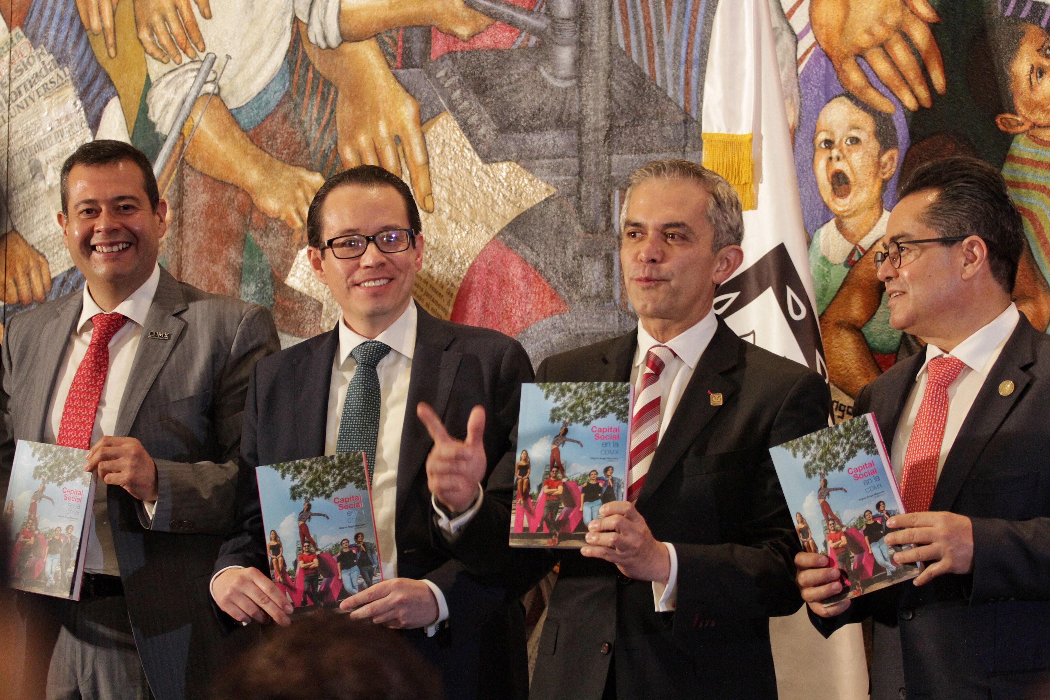 Miguel Ángel Mancera durante la presentación del libro Capital Social en la CDMX. CUARTOSCURO.