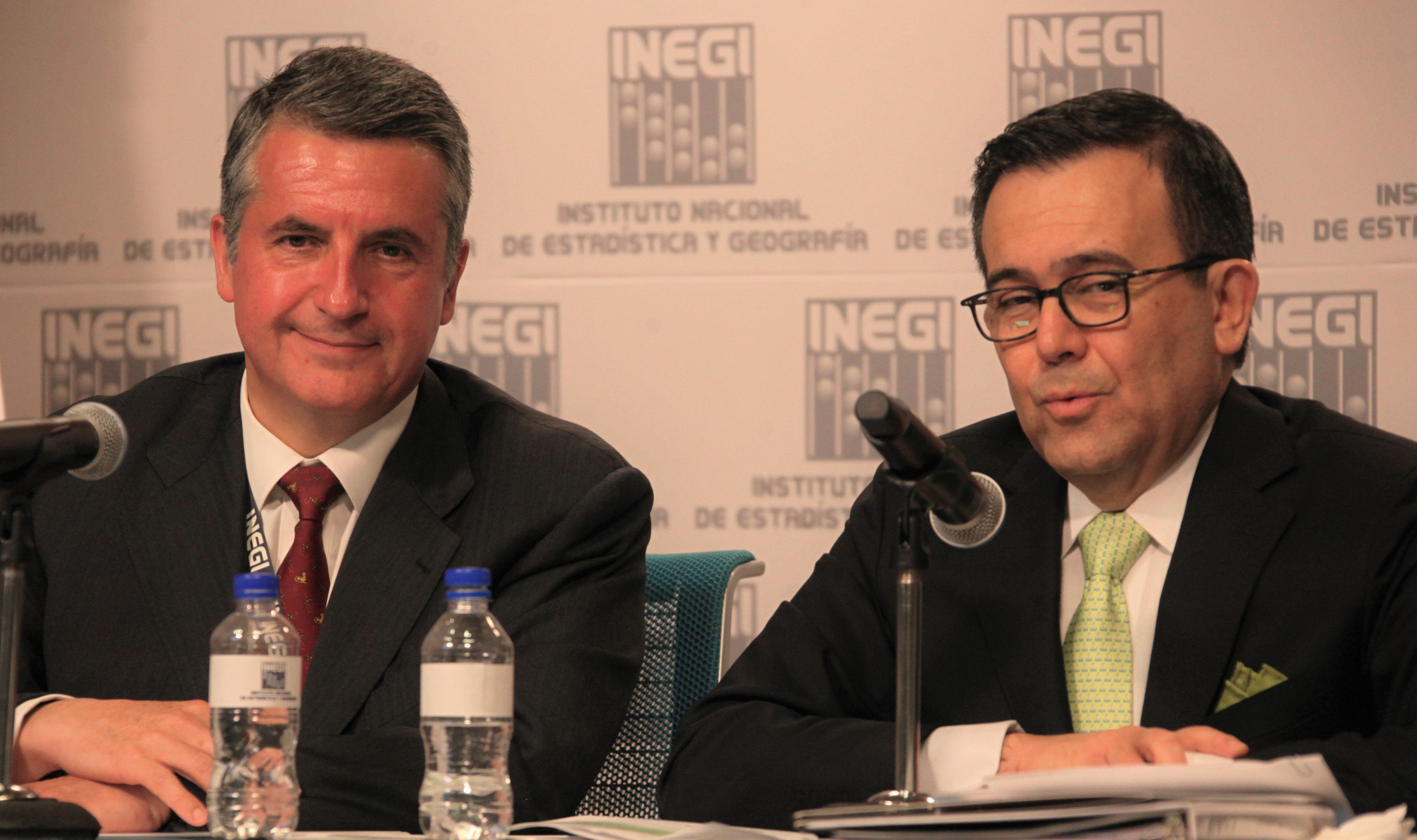 Julio Santaella e Ildefonso Guajardo. Foto INEGI.
