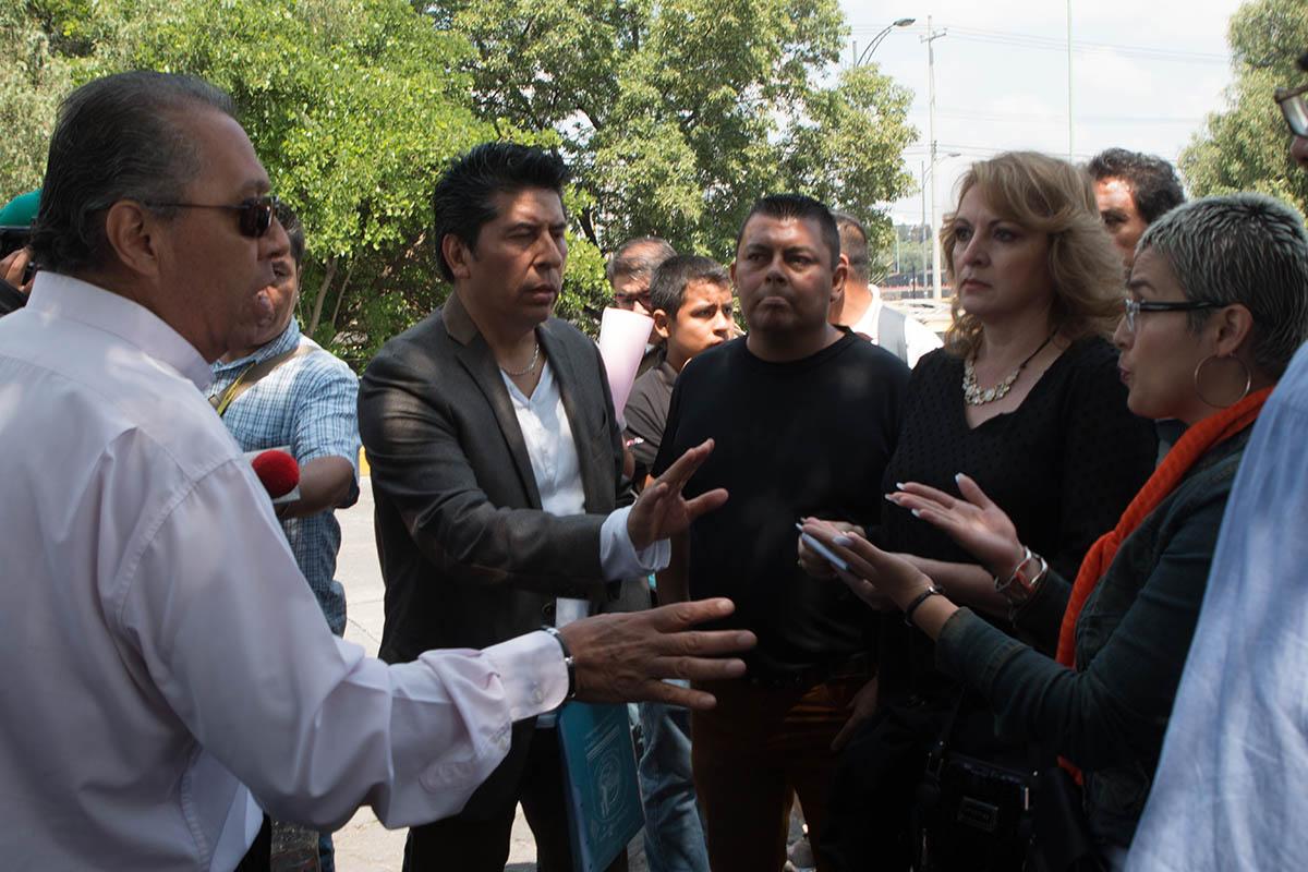 Estudiantes marchan por espacios educativos - El Heraldo de México
