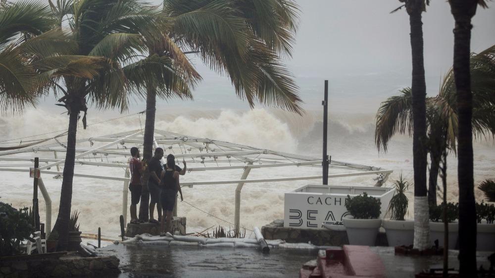 Lidia deja tres muertos en México, sigue causando torrenciales lluvias