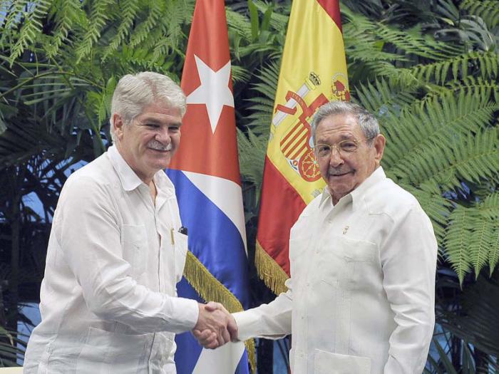 El presidente de Cuba y el ministro de Asuntos Exteriores este miércoles. EFE.