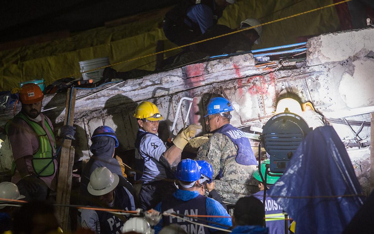"""Una de las múltiples coincidencias entre los terremotos de 1985 y 2017 es el caso de los """"inexistentes niños atrapados"""", Frida y Monchito."""