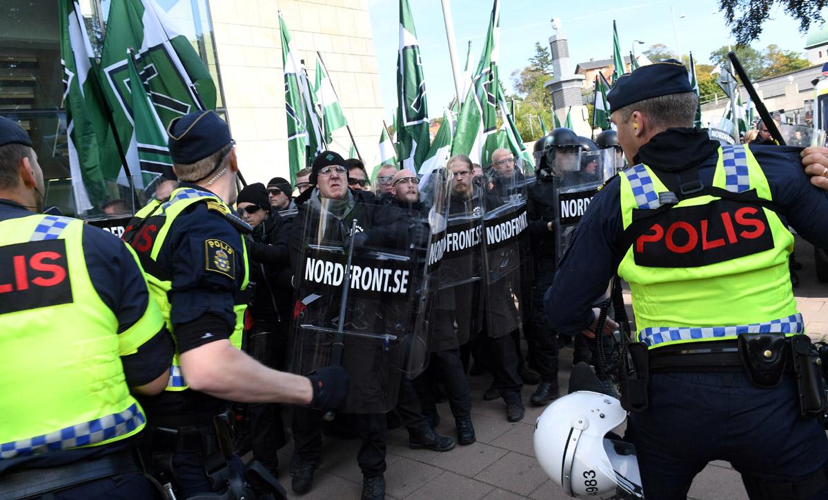 Una manifestación convocada por el Movimiento de Resistencia Nórdico (NMR) causo disturbios en Gotemburgo dejando 30 detenidos.