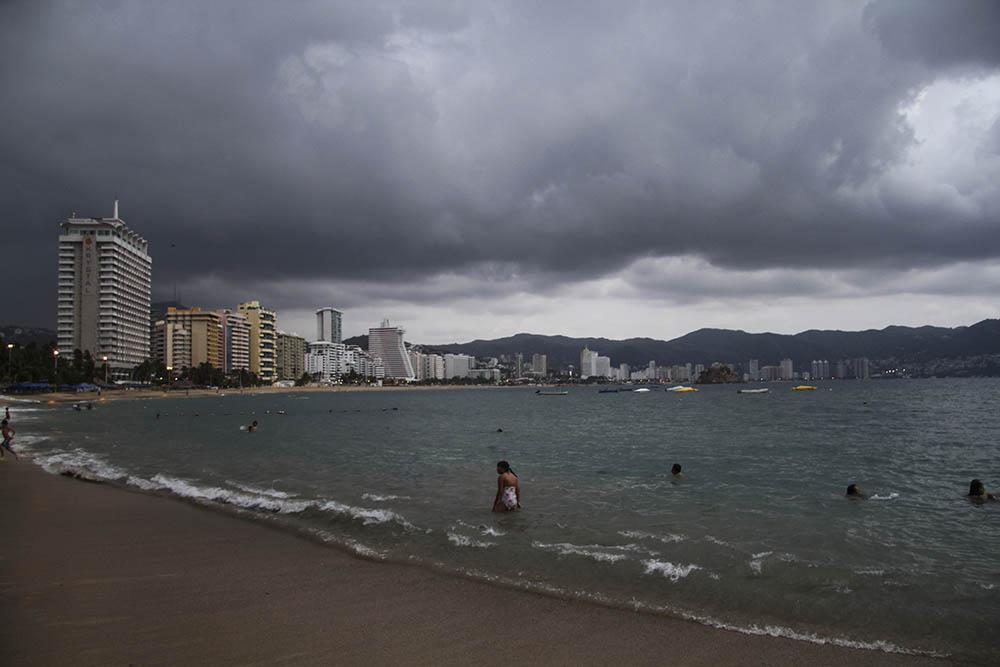 Max, la tormenta tropical, cerca de Acapulco