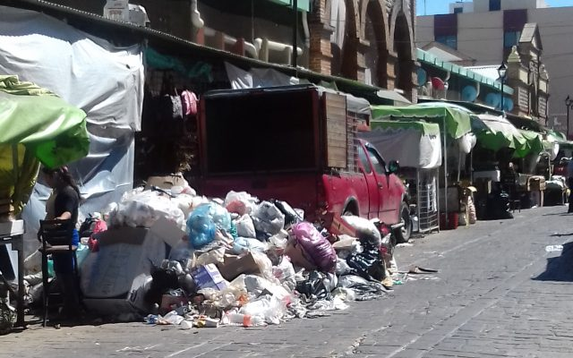 Basura se acumula en calles de Oaxaca por cierre de tiradero