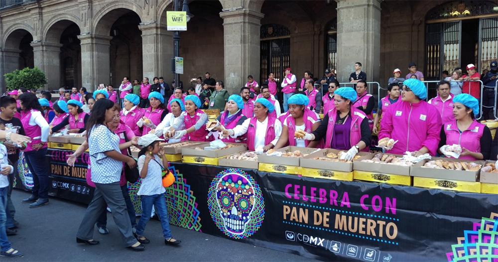 Repartirán pan de muerto en el Zócalo de la CDMX