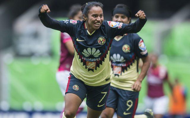Dayana Cazares, volante de las Águilas del América, vive un dilema pues su familia es aficionada de Cruz Azul y este miércoles azulcremas y celestes se enfrentan dentro de la fecha 9.