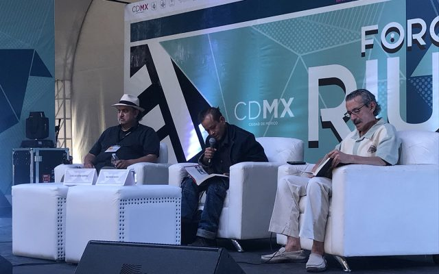 El escritor José Agustín recibió homenaje en la Feria Internacional del Libro en el Zócalo de la CDMX; su hijo José Agustín Ramírez estuvo en su representación.