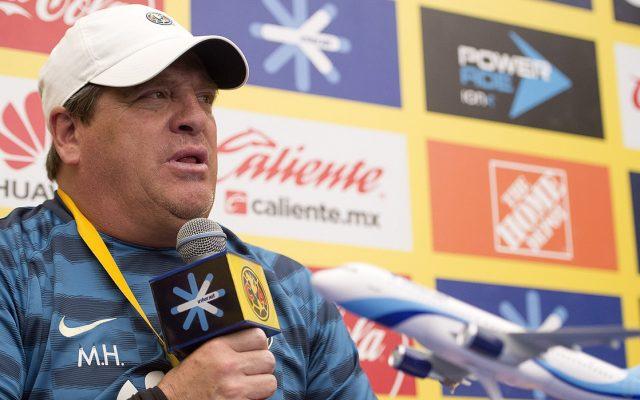 Miguel Herrera, técnico del América, reconoció que necesita tener más campeonatos en su palmarés para estar en la élite de estrategas