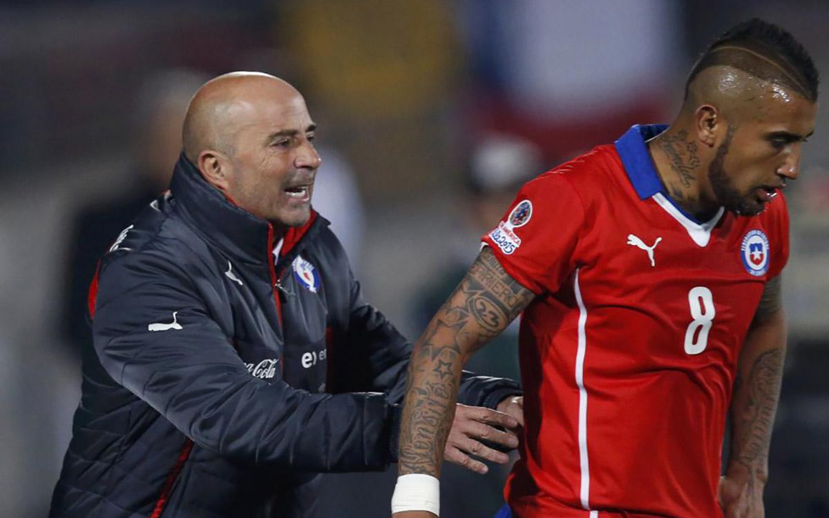 Jorge Sampaoli habría comentado en una plática que las indisciplinas de jugadores líderes le costarían a Chile la clasificación a Rusia 2018.