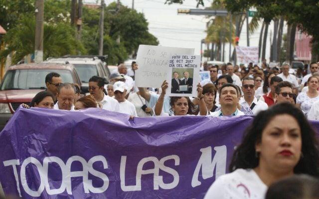 Médicos marchan en Veracruz tras asesinato de colega