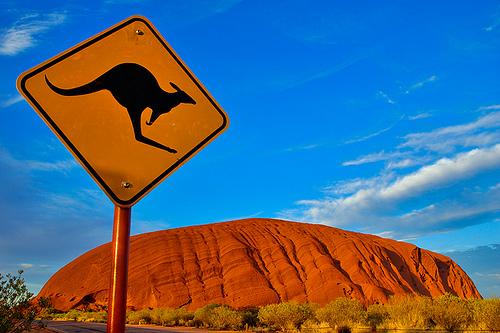 Australia prohibirá escalar monolito más grande del mundo a los turistas