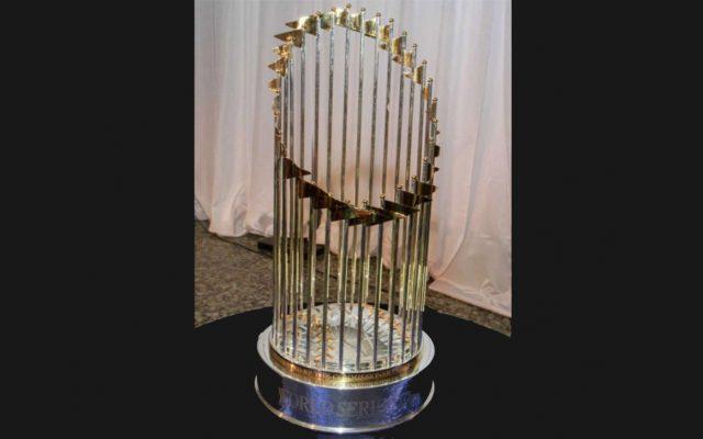 El Trofeo de la Serie Mundial que acredita los Astros de Houston como campeones se daño al caerse de una mesa en una cena de gala en el Museo de Bellas Artes